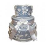 Svatební dort - Třípatrový vyšší šedý s bílými květy a stuhou